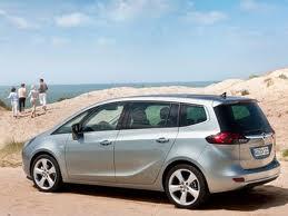 Opel Zafira tourer: Свежий взгляд на семейные ценности (SEO).
