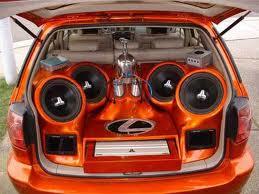 Музыка в автомобиле...