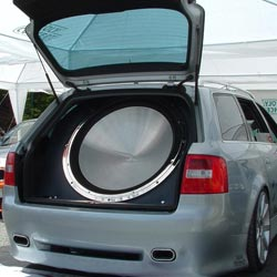 Как правильно установить сабвуфер в машину?